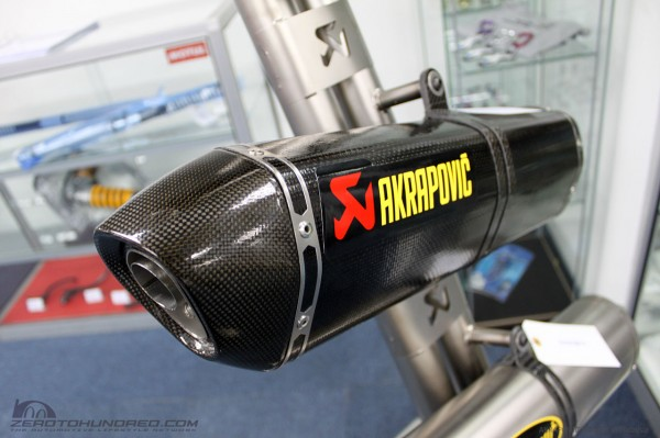 akrapovic exhaust (1)